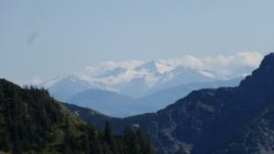 Im Süden sind die Berge heuer Mitte August noch/schon ziemlich weiß.