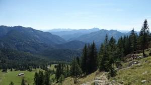 An der Kümpflscharte hat man zwar schon die zweite Reihe überwunden, aber jetzt sieht man, dass es auch von hier aus im Süden noch viele, viele Berge gibt.
